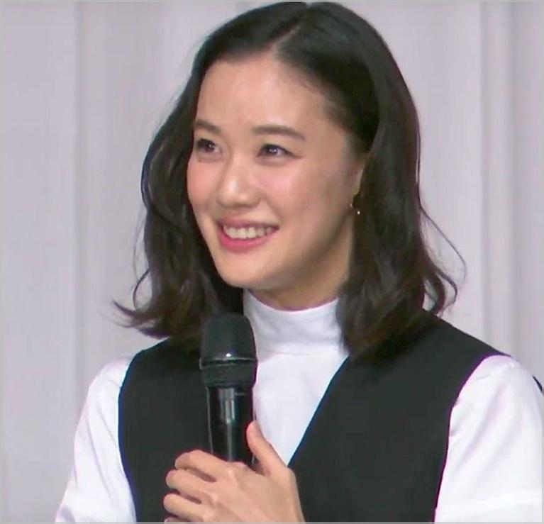 蒼井優が結婚記者会見で着ていたワンピースのブランド