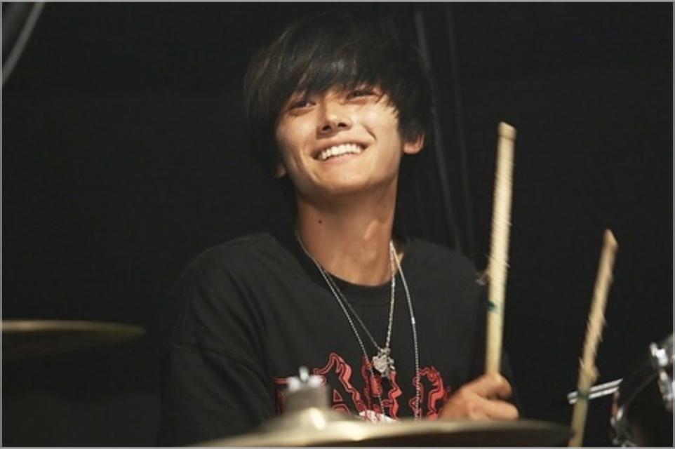 桜井和寿の息子・海音(かいと)のドラム動画